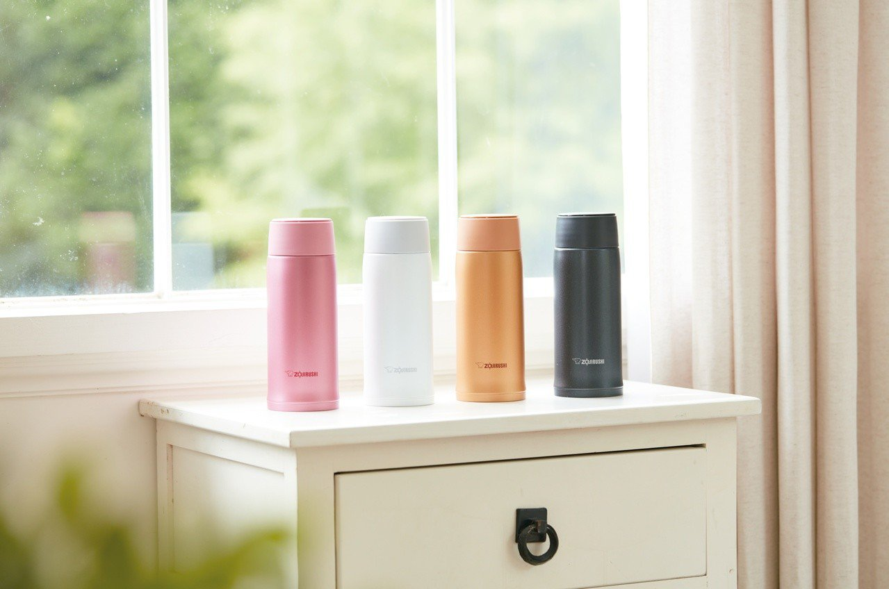 象印全新SM-NA系列保溫瓶,有著亮眼時尚色彩。圖/象印提供