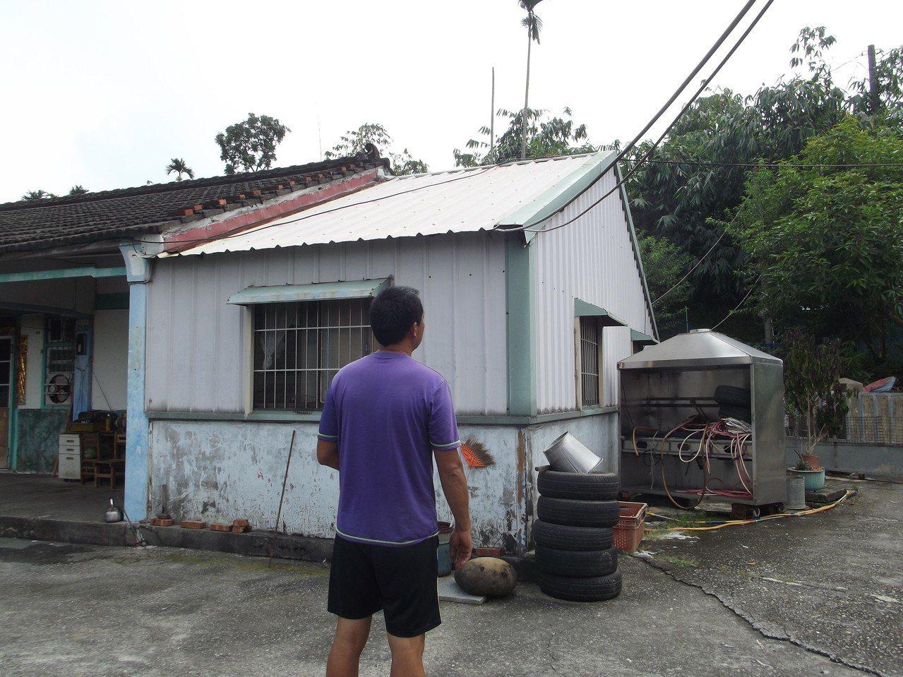 何姓村民多年來找水電師傅,更新家中開關,整理電路系統,但房子還是下一再電得家人吱...