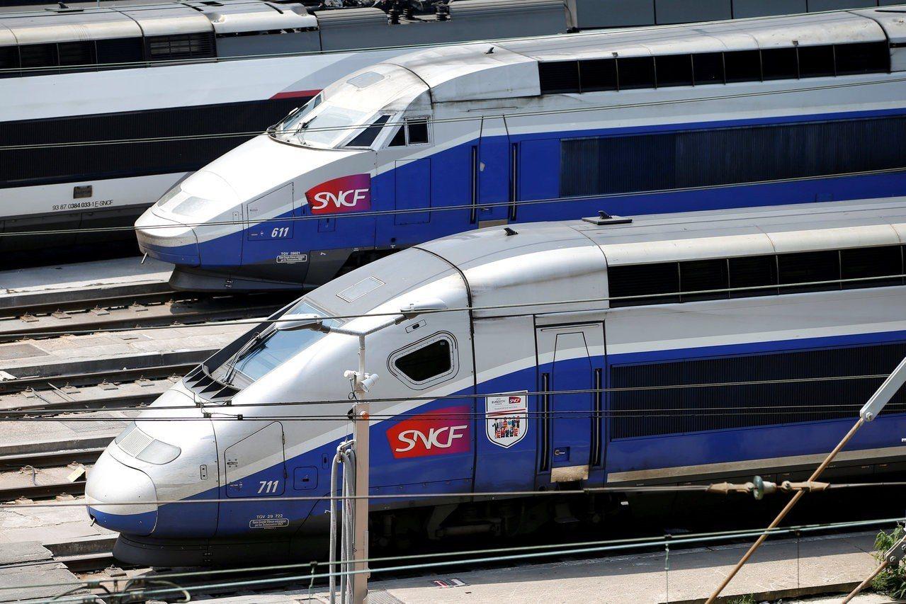 法鐵列車停在巴黎附近的沙朗通勒蓬站。路透