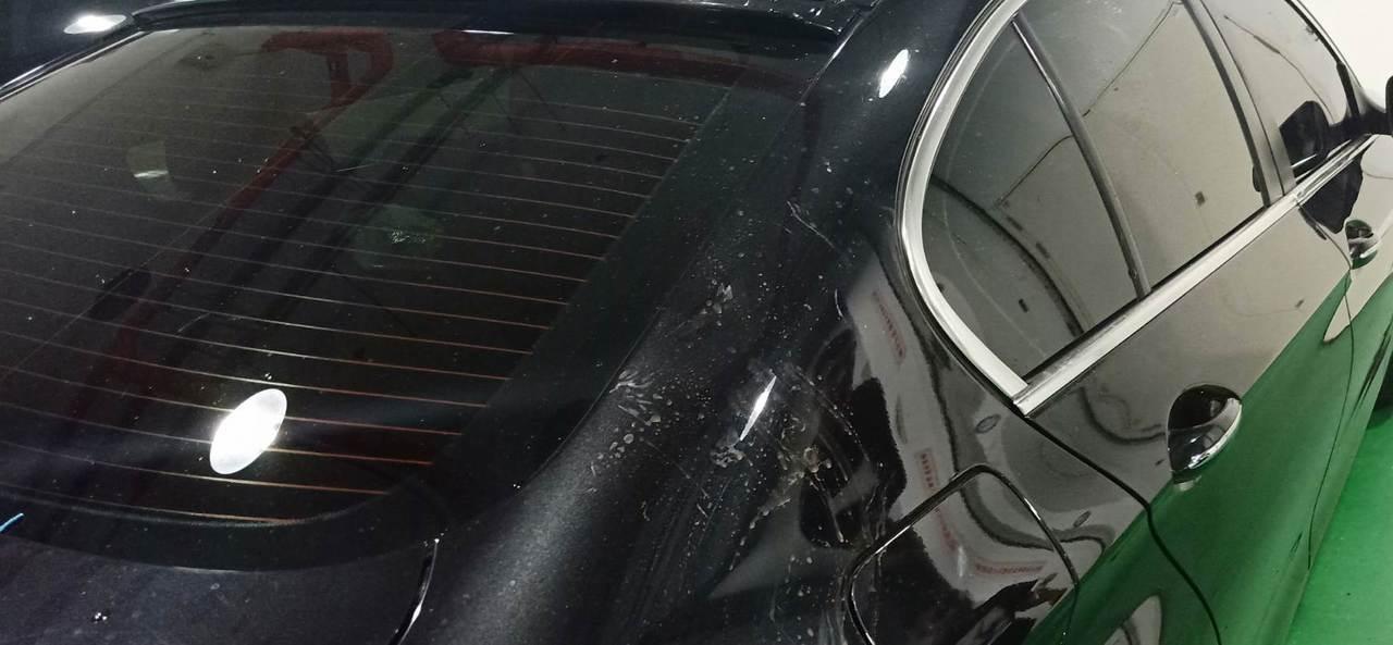 新北市土城區昨晚發生疑似債務糾紛引起聚眾砸車案件,警方獲報火速趕抵,當場逮捕雙方...