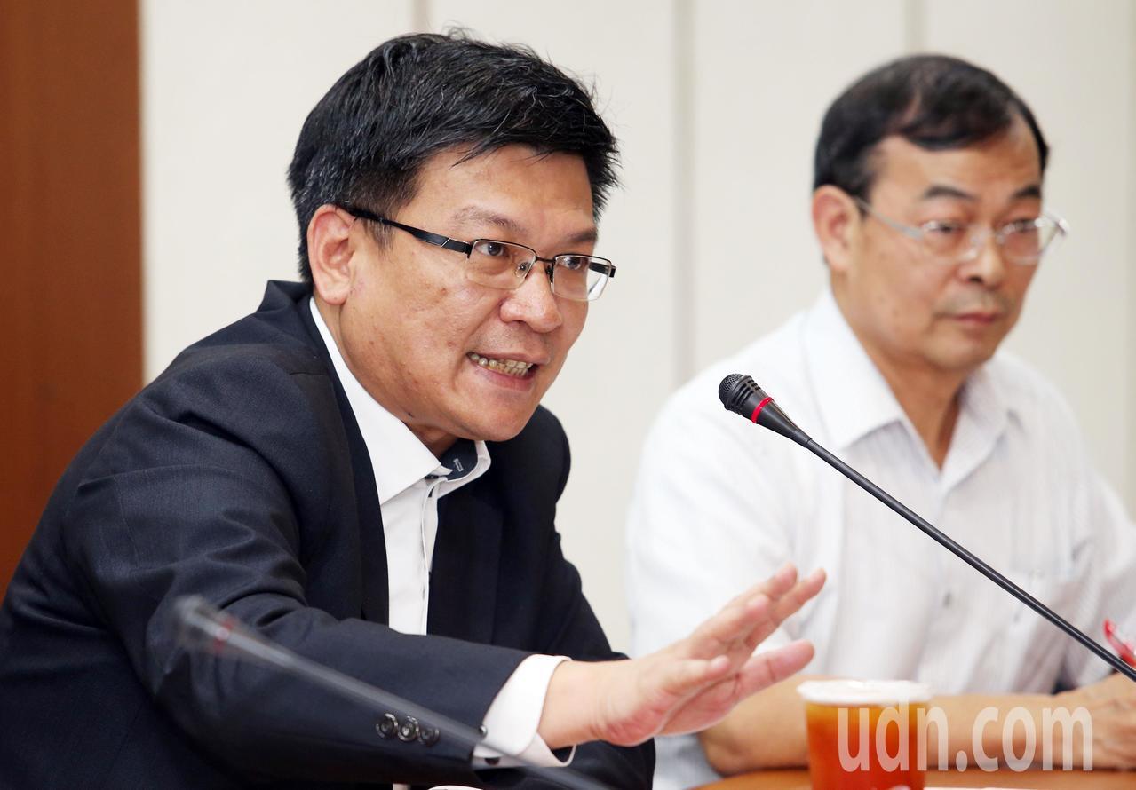 經濟部政務次長曾文生表示,因夏月電價期間訂定非屬審議會權責,將由能源局及台電研議...