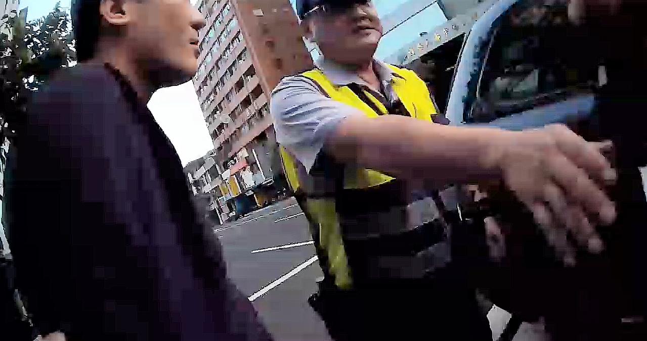 警方接獲店家報案趕到現場,將依社會秩序維護法函送法辦。記者張媛榆/翻攝