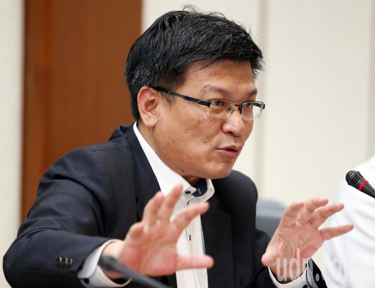 經濟部召開「電價費率審議委員會」,除了決議平均電價不調整之外,也檢討未來每年的5...