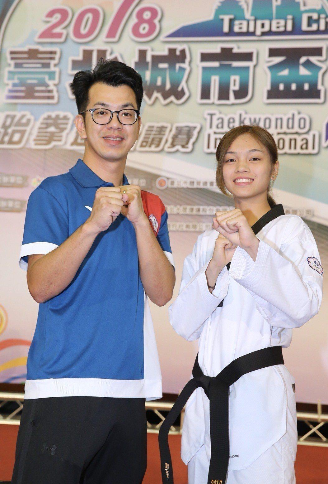 中華跆拳道隊總教練蘇泰源(左)和愛將蘇柏亞擔任台北城市盃跆拳道邀請賽代言人。記者...