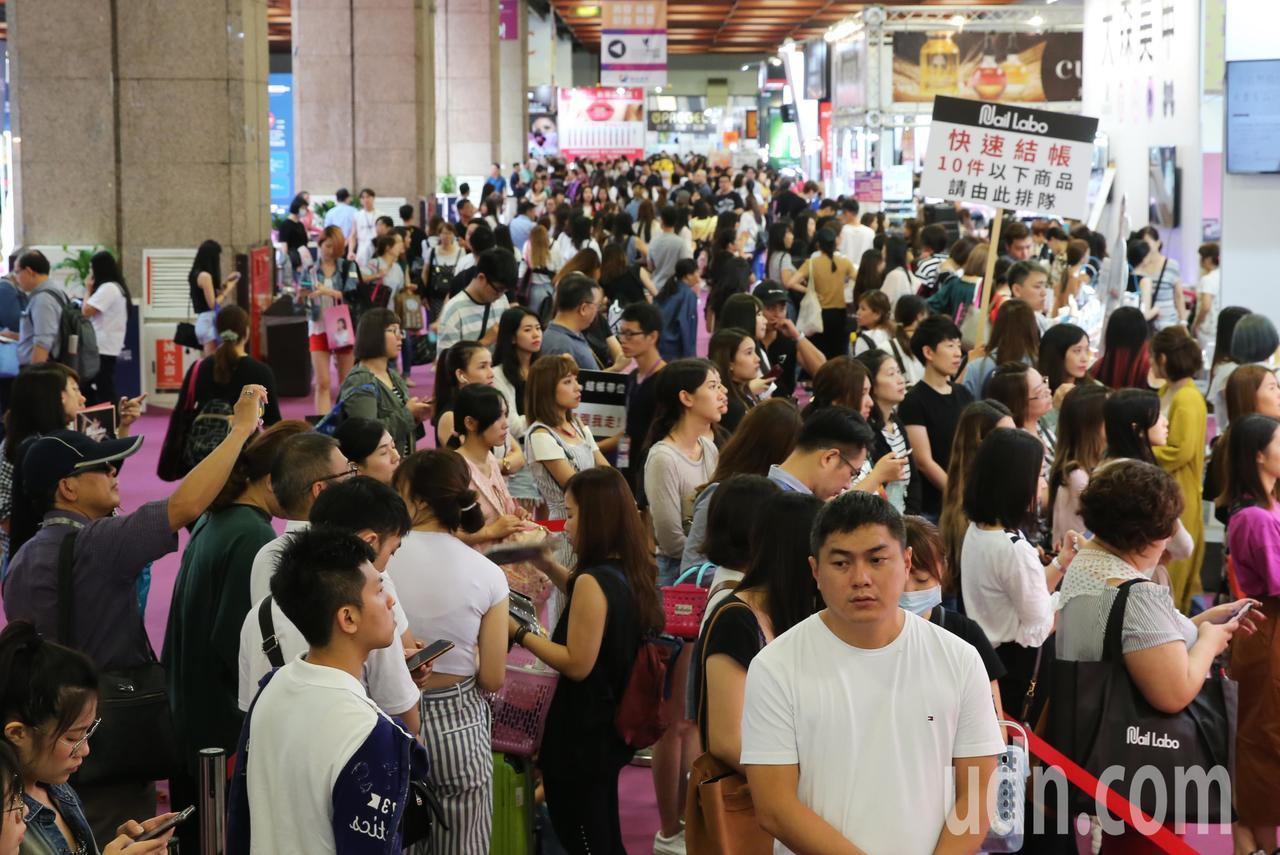 2018台北秋冬國際美容化妝品展今年規模更加龐大。記者徐兆玄/攝影
