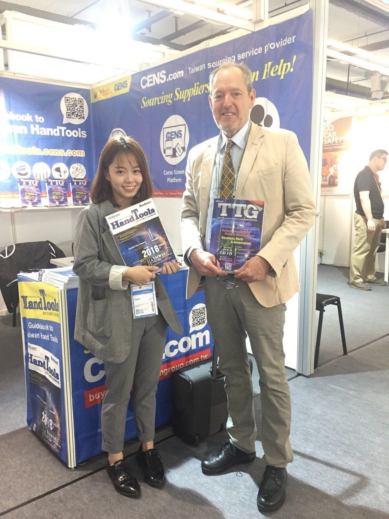 Mark Huggeett GmbH總經理Mr. Huggeett(右),是TT...