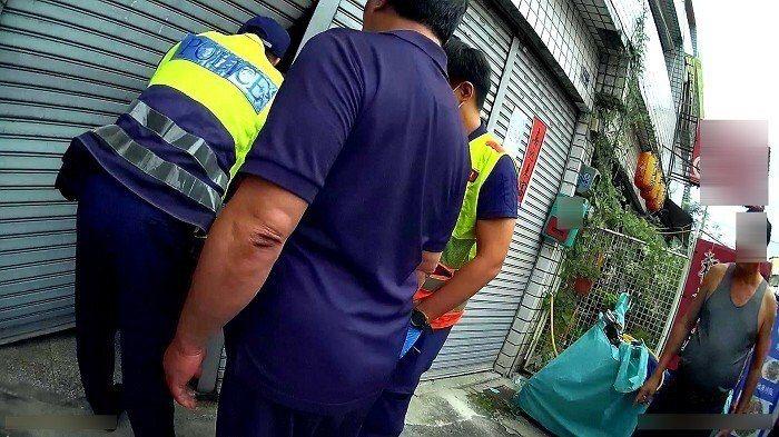 台中市第五警分局東山所11日下午搶救意圖尋短的陳姓女子。記者陳宏睿/翻攝