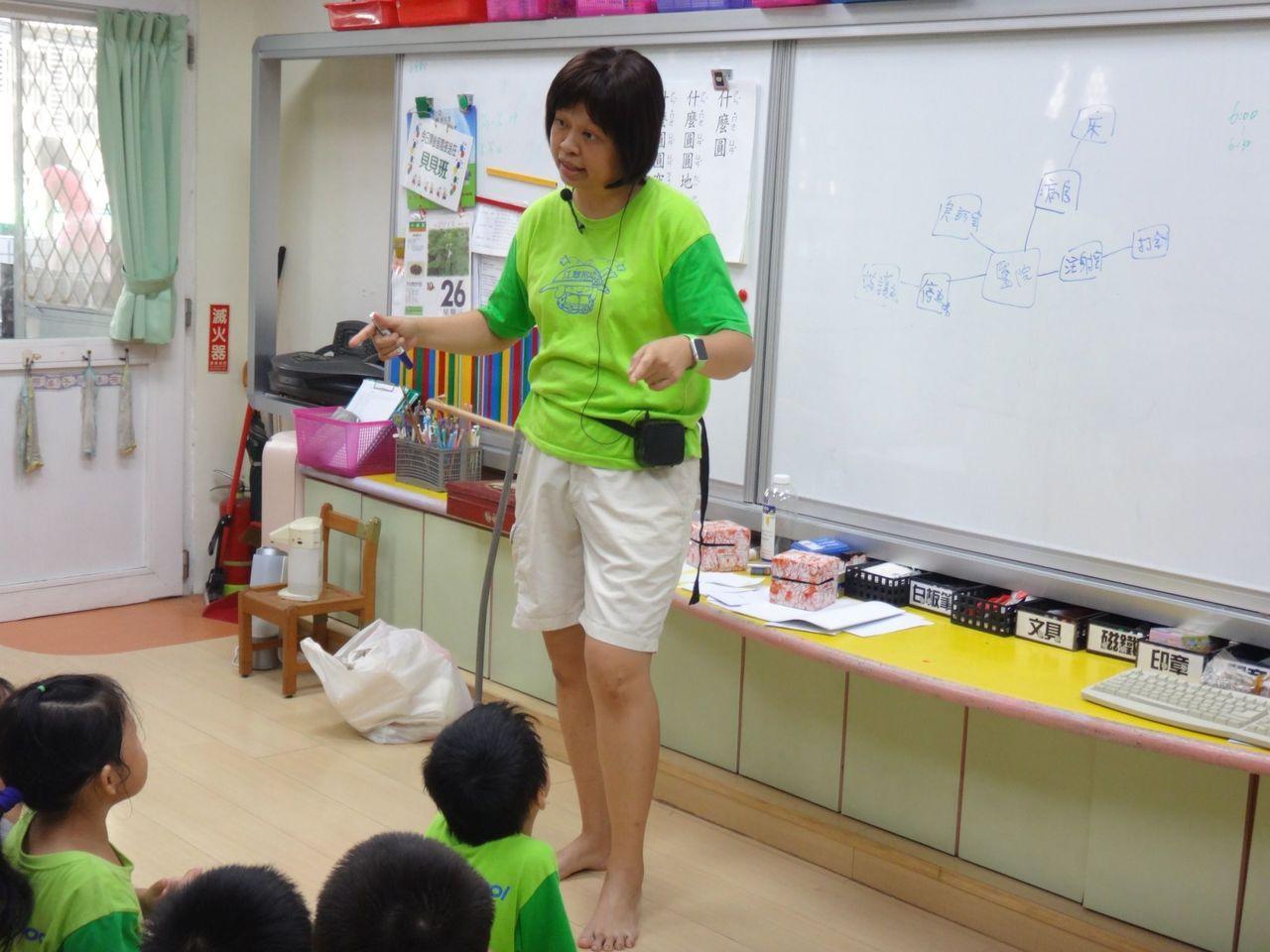 林淑綾在幼兒園總是永遠帶著笑容,用心教育孩子。圖/新北市教育局提供