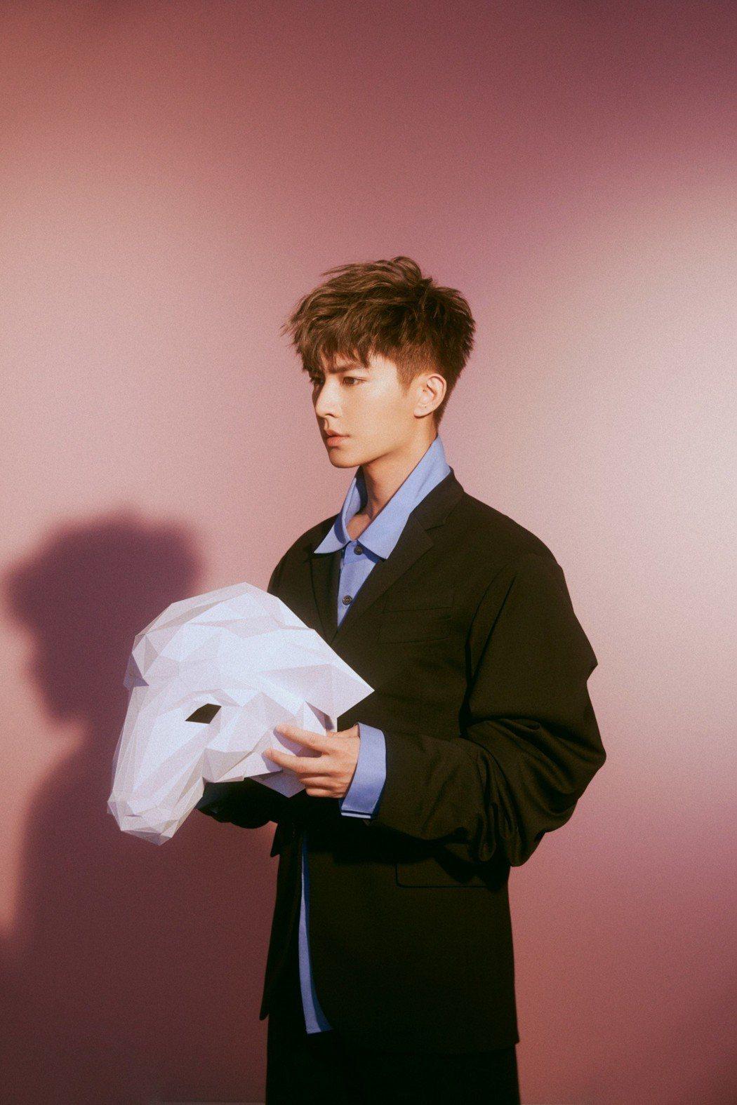炎亞綸新EP「親愛的怪物」28日發行。圖/華研國際提供