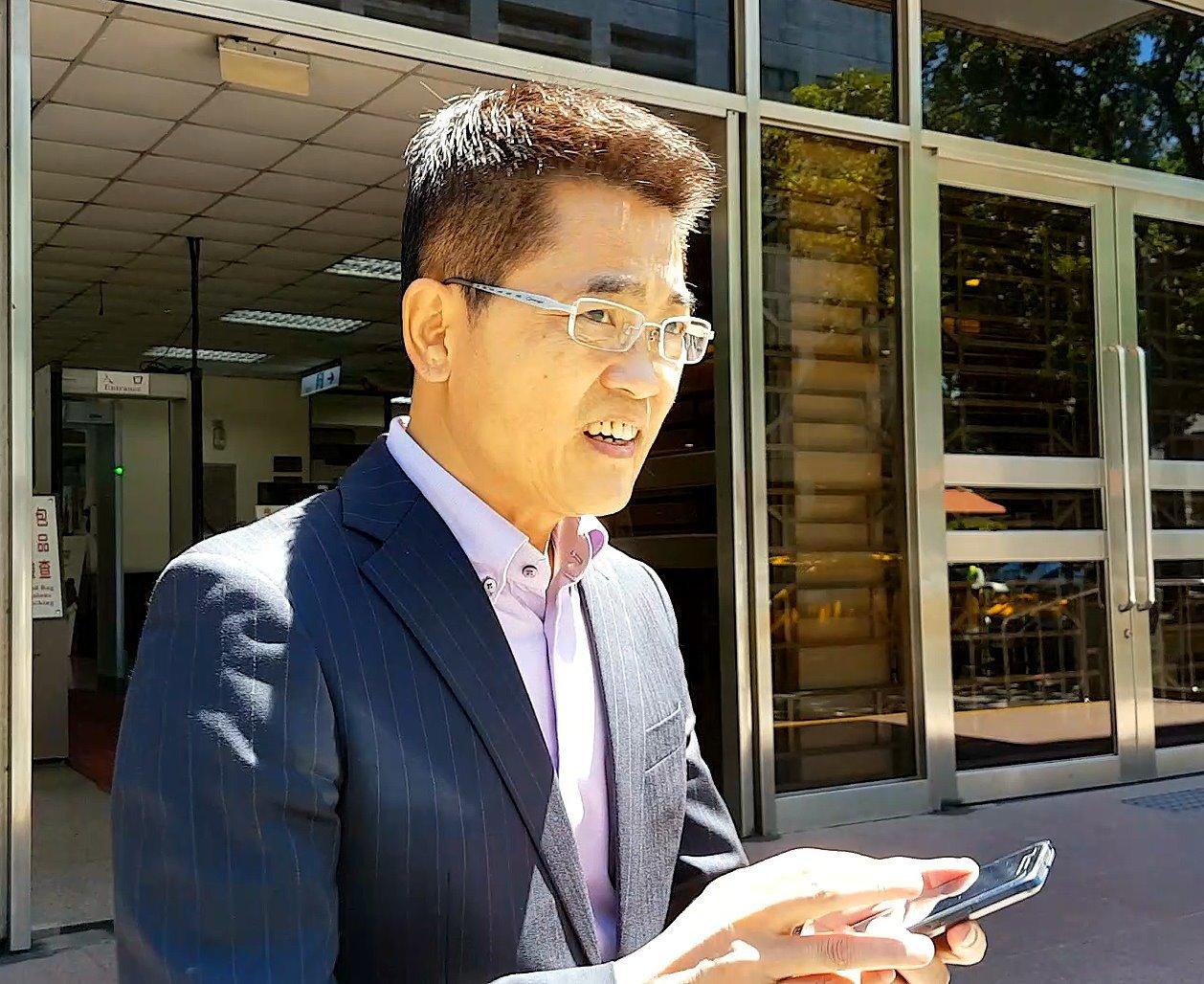 台東縣長黃健庭為在立委任內所涉的藥商案至高院出庭,主張無罪。記者王宏舜/攝影