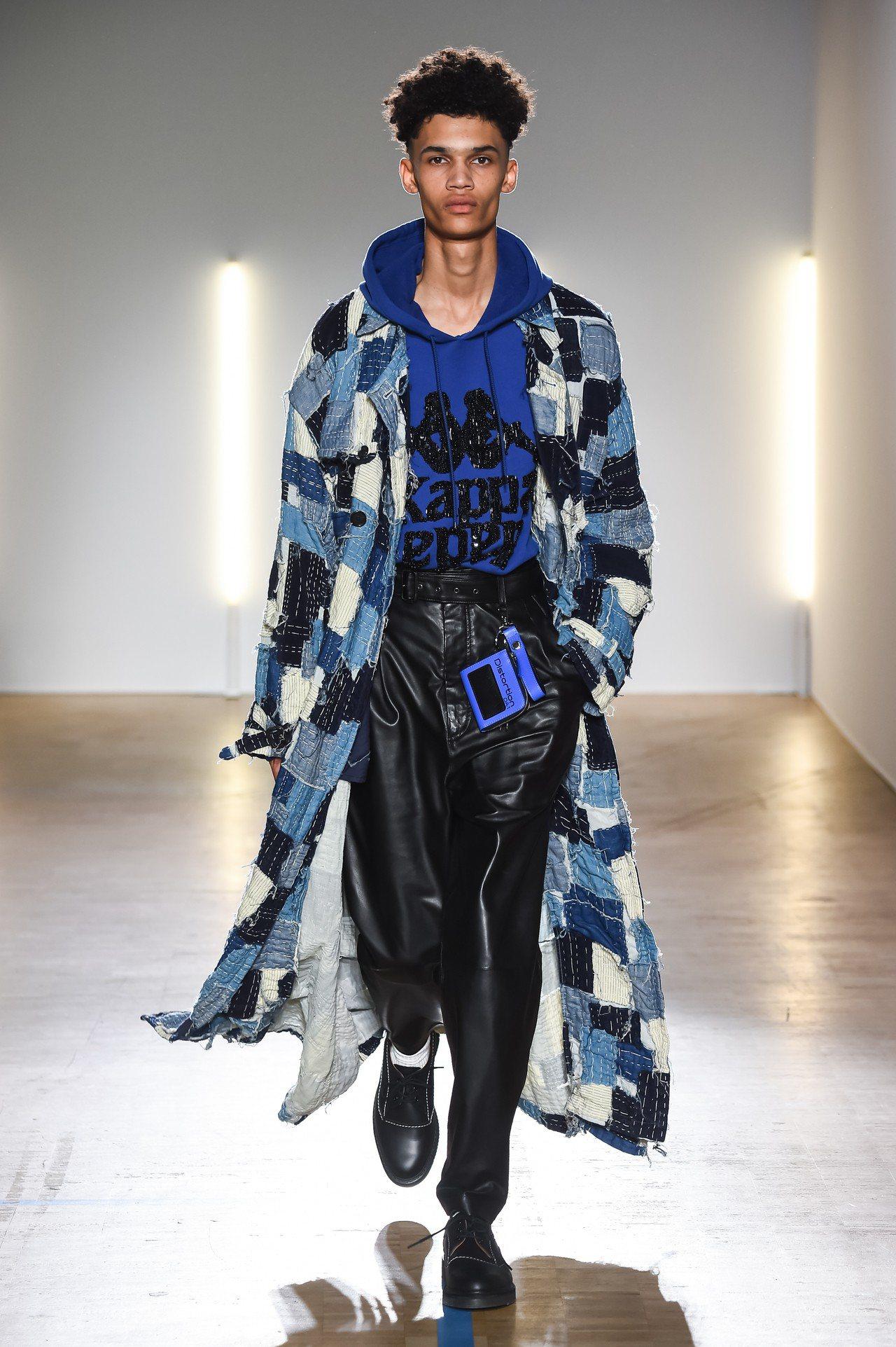 設計師森川正規注重日本傳統工藝,用手工將剩餘的布料拼貼出風衣,由於製作成本高昂最...