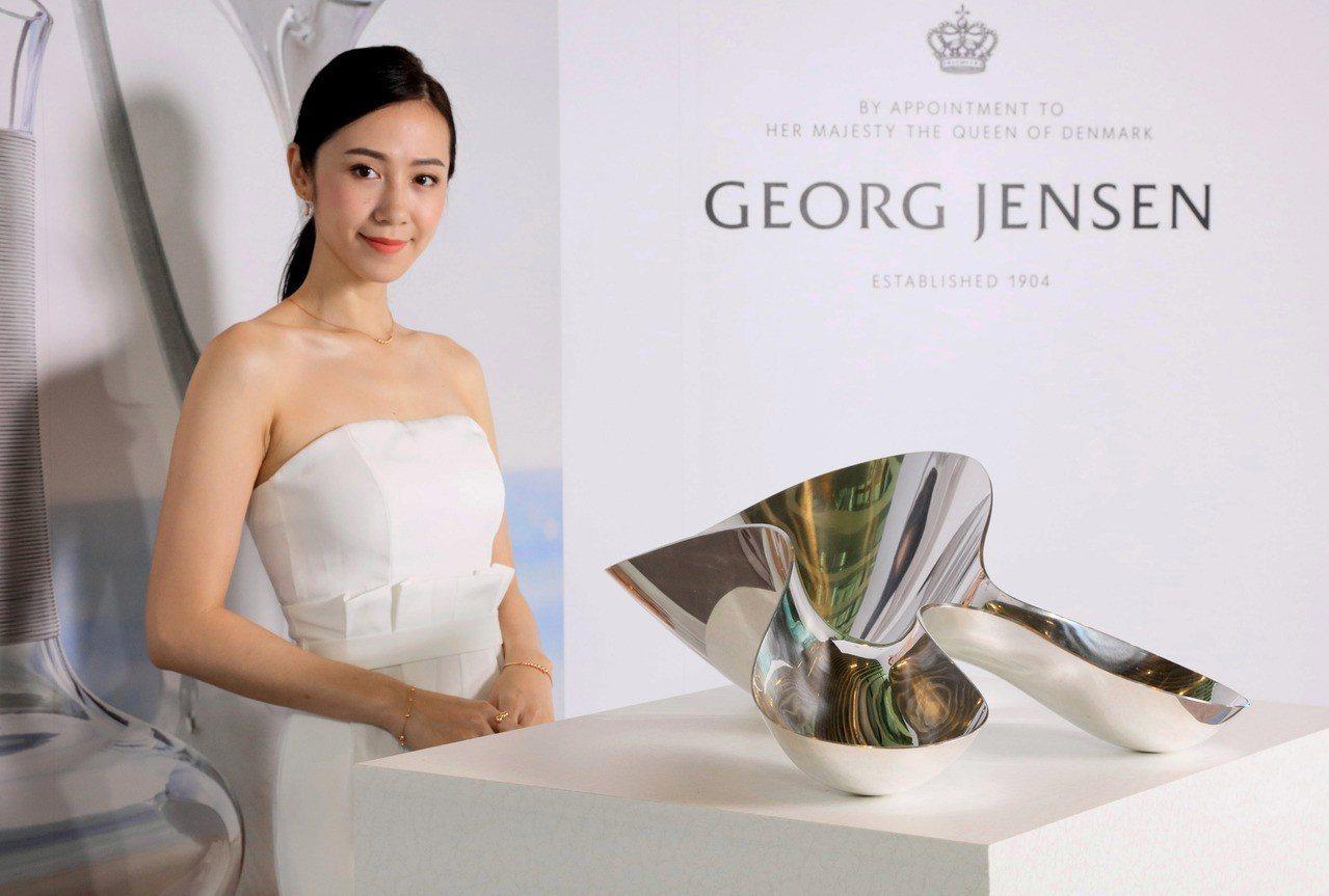 GEORG JENSEN 漢寧古柏銀雕新作發表會現場模特兒展演古柏原創銀雕作品N...