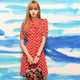 紐約時裝周/吳謹言、楊冪、韓星Lisa甜美過招 讓現場變成星光紅毯