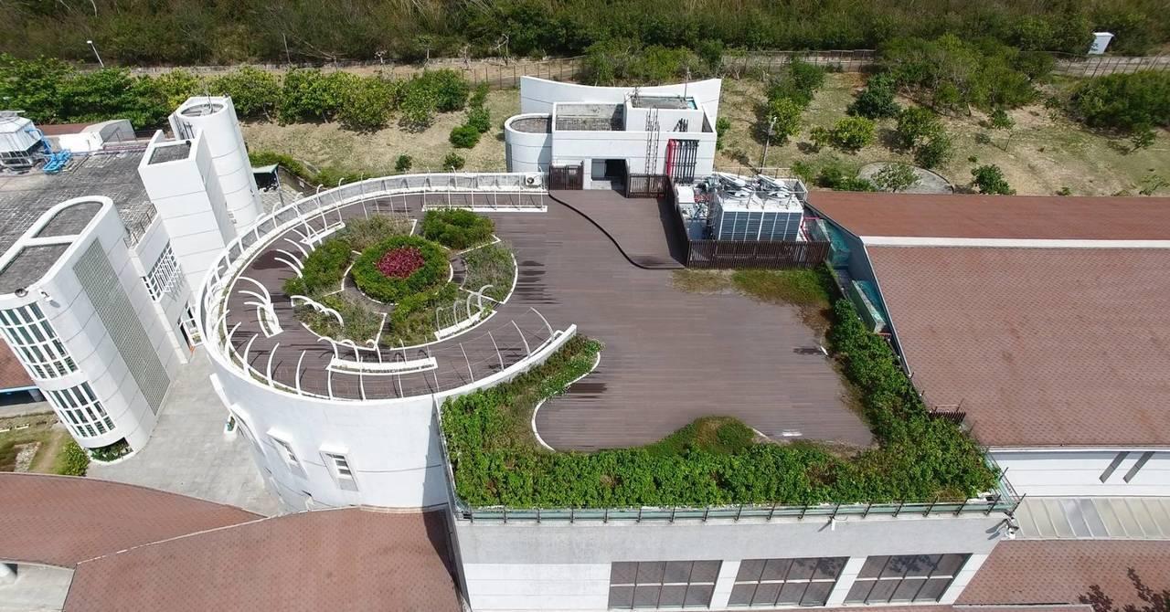 台電斥資7000萬元改造的南展館,改善空調系統與設屋頂花園後,減碳效益高達45....