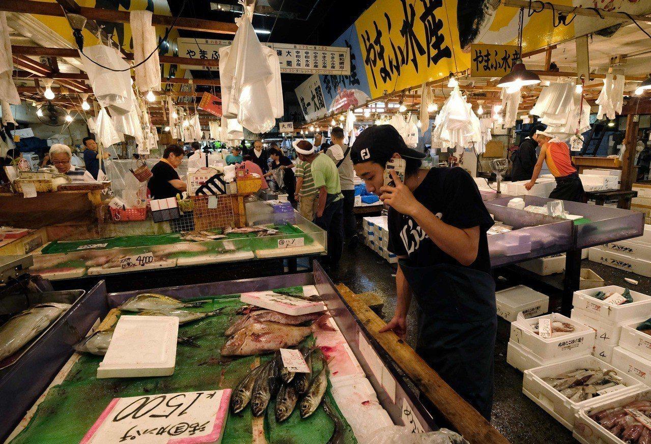 日本東京都築地市場3日景象。建成已83年的築地市場因生魚邊料及地下管道而吸引老鼠...