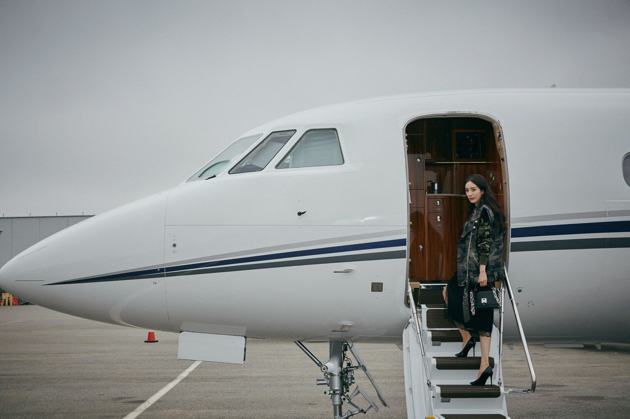 楊冪搭乘Michael Kors私人飛機從紐約時裝周趕赴多倫多國際電影節。圖/M...