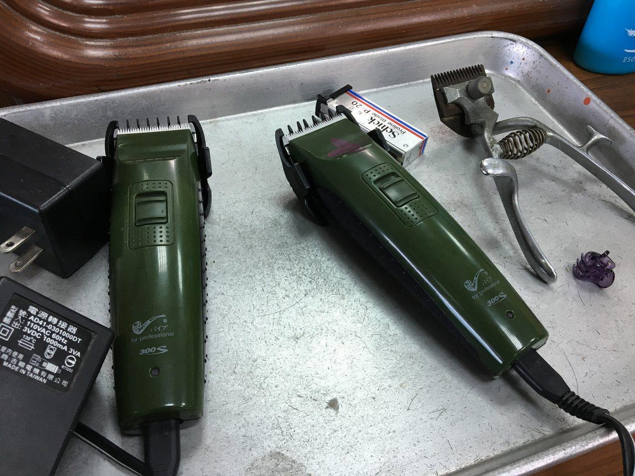 所有的剪髮工具蔡三貴都用心保存著。記者徐庭揚/攝影