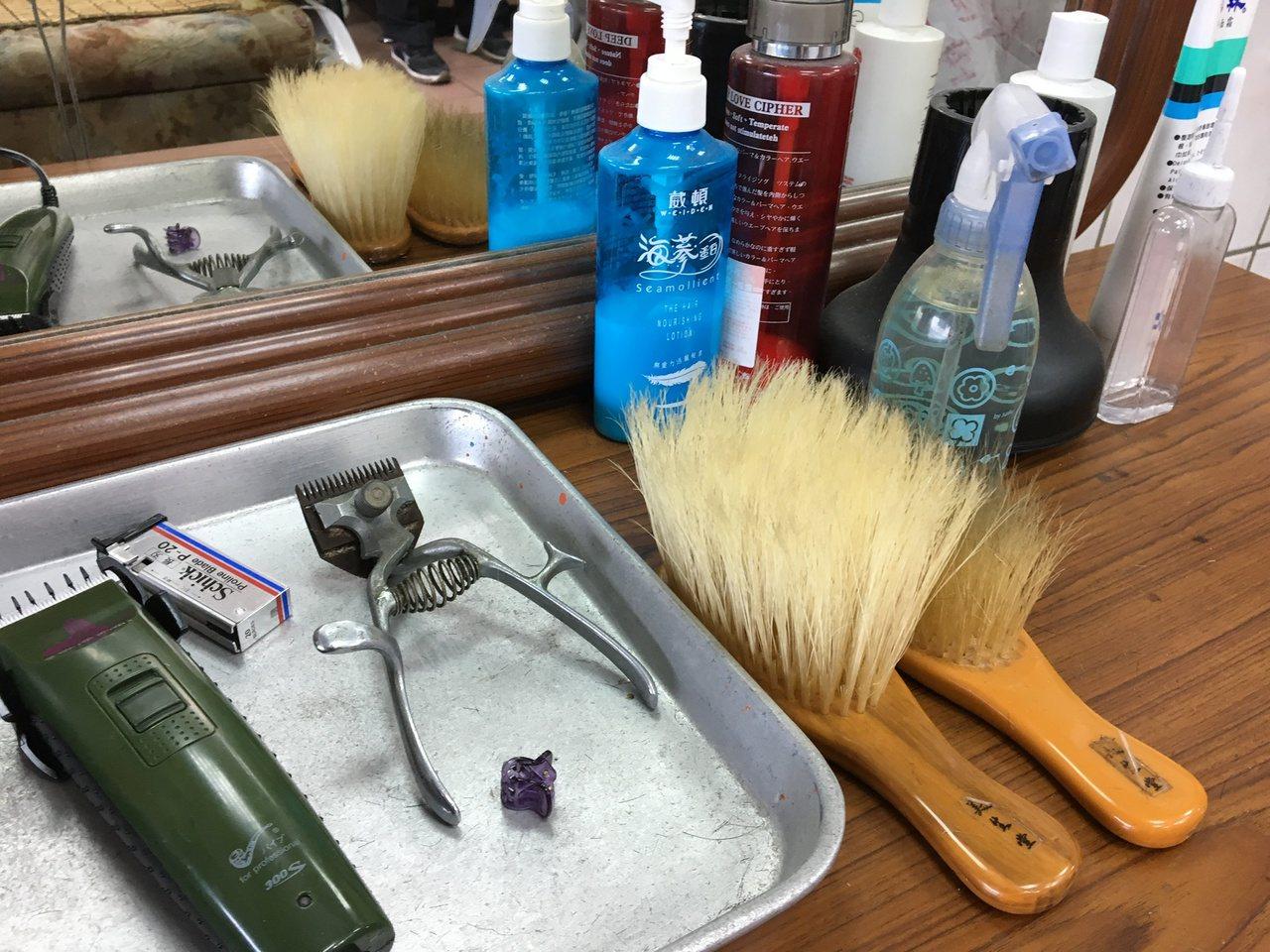 所有的剪髮工具,蔡三貴都用心保存著。記者徐庭揚/攝影