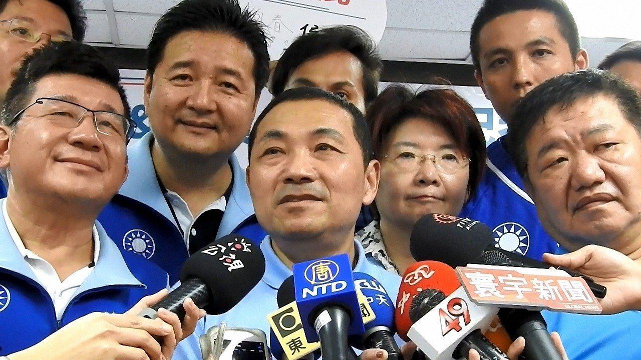 民進黨秘書長洪耀福今表示,促轉會副主委張只是在「練肖話」,還批侯「在唉什麼」侯友...