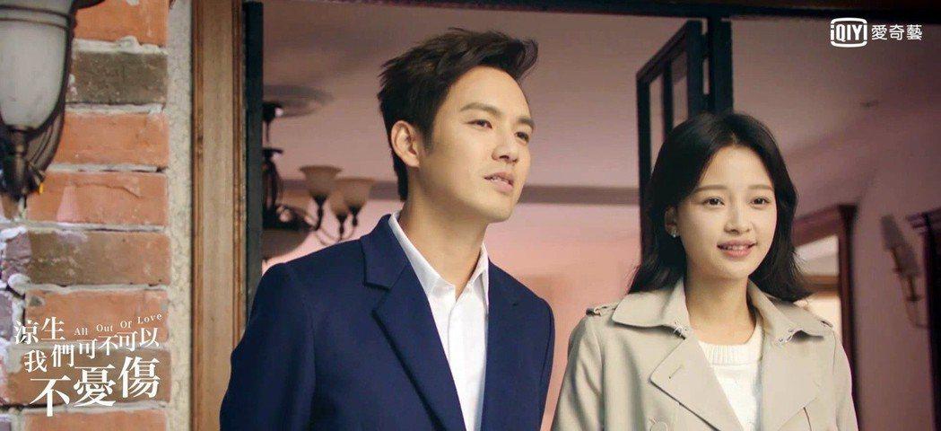 鍾漢良(左)劇中癡心守候女主角。圖/愛奇藝台灣站提供