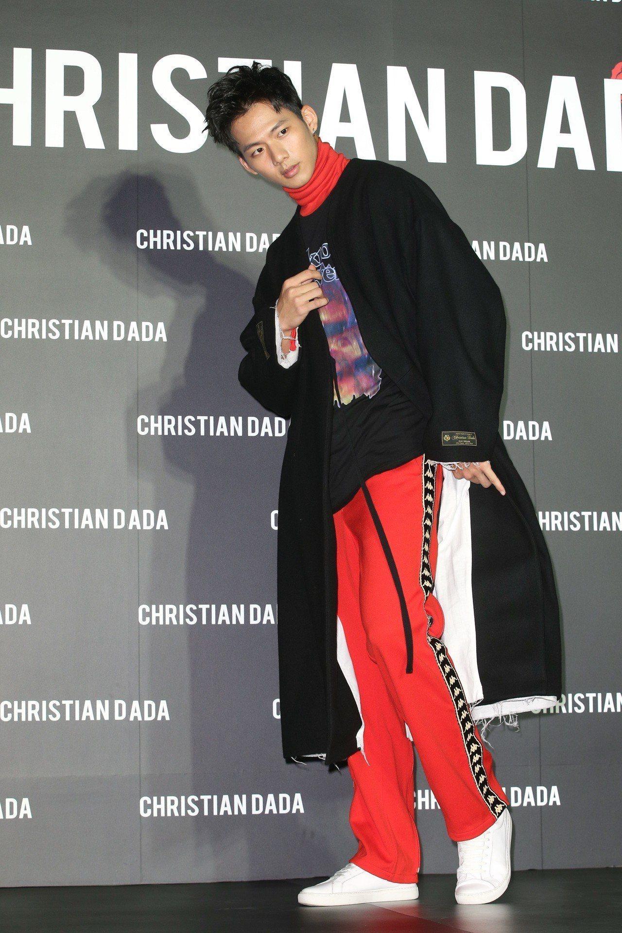 吳念軒出席Christian Dada旗艦店開幕活動,身穿羊毛和服領大衣29,9...