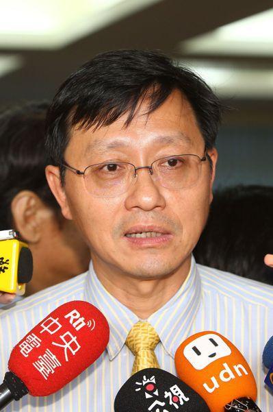 教育部要求台大重啟校長遴選,台大代理校長郭大維表示,尊重遴委會的獨立性和自主性。...
