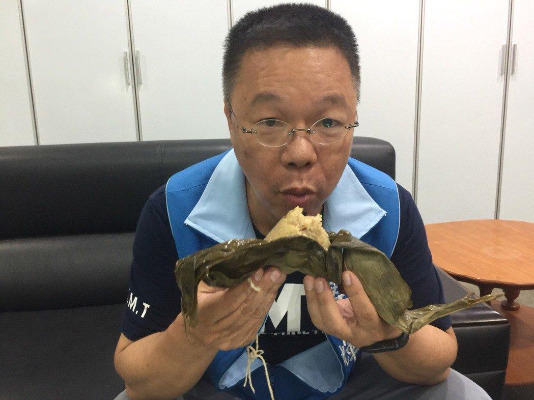 國民黨籍台南市議員蔡育輝經一天吃13顆粽子,結果肚子脹痛3天。 記者吳政修/攝影