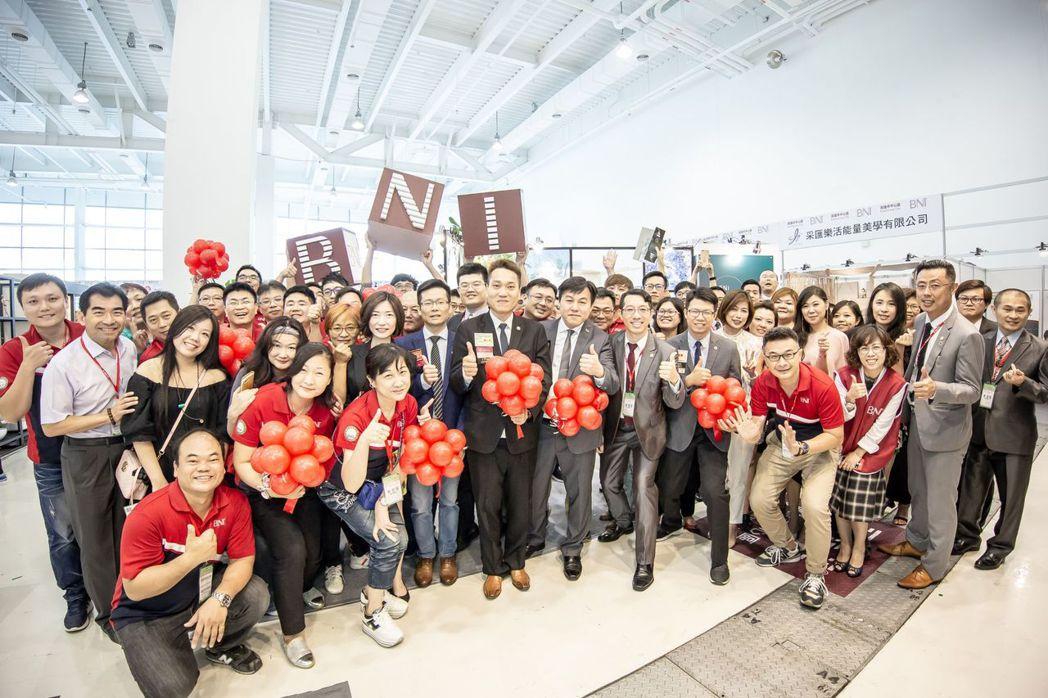 BNI高雄市中心區擁有400多個會員,建築團隊今年共展出33個攤位,展現集團式的...