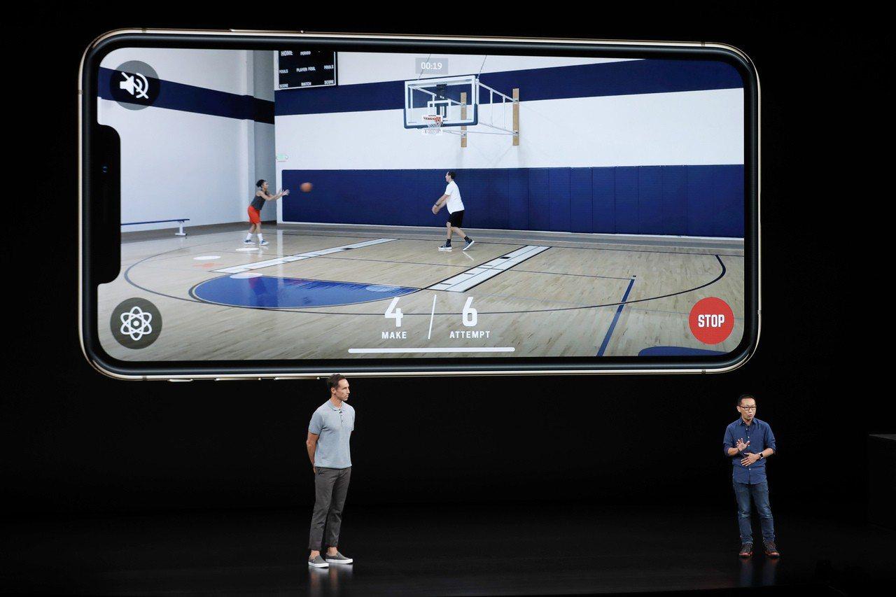 4名港青設計App,揚威蘋果發布會。 美聯社