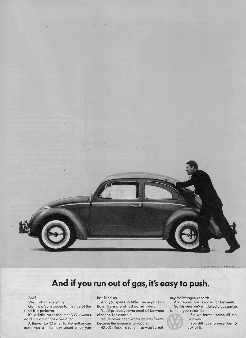 福斯當年為金龜車銷美,特別設計幽默廣告:「如果你沒油了,它輕鬆好推。」福斯/提供