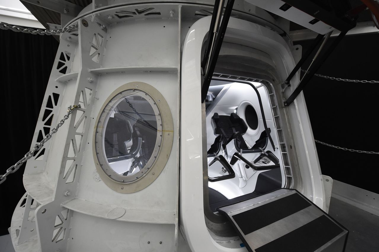 太空探索科技公司宣布推出繞月旅行計畫,帶領首位自費乘客來趟深度太空之旅。 法新社