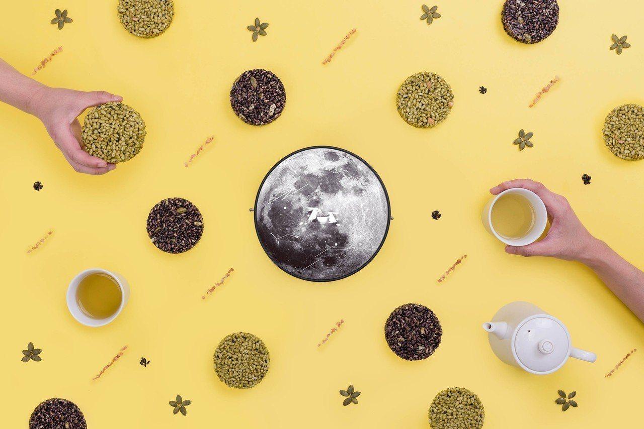帶我去月球中秋禮盒。圖/TSUJIRI辻利茶舖提供