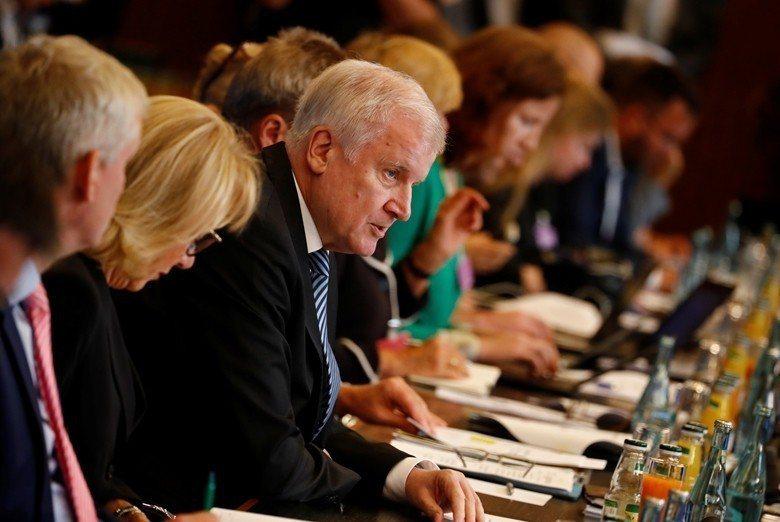 聯邦內政部長Horst Seehofer於今年7月10日在國會提出「難民大計畫」...