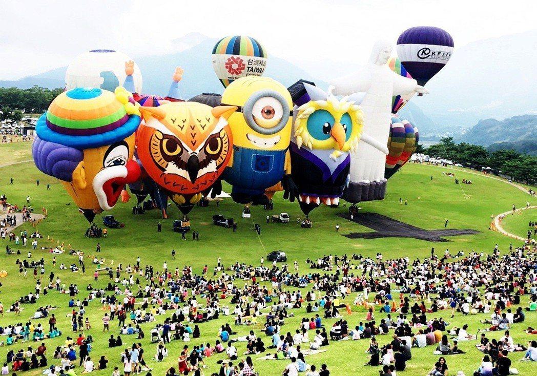 台東熱氣球嘉年華,每場活動都吸引大批遊客。 記者羅紹平/攝影