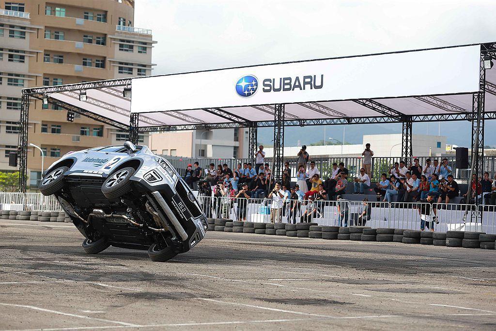 除甩尾秀,還有全新Forester的Two Wheeling(兩輪行進)特技演出。 圖/Subaru提供