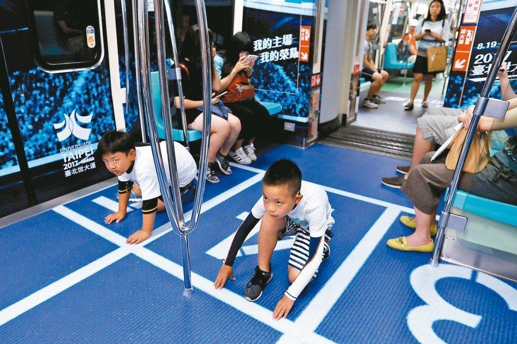 去年的世大運在台北捷運車廂裡進行宣傳,不僅得到民眾正面的回應,甚至獲得了國外媒體...
