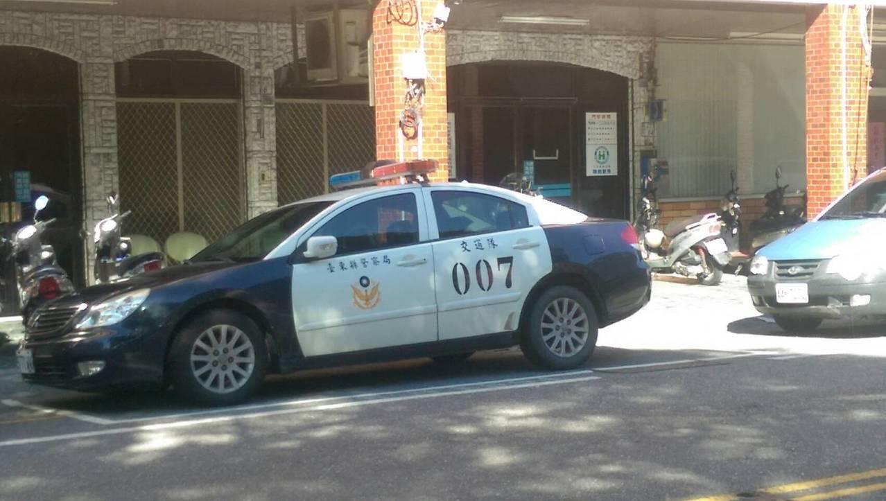 台東有眼尖民眾發現警察局交通隊竟出現2部同編號007的巡邏車,警方說是新舊車輛交...