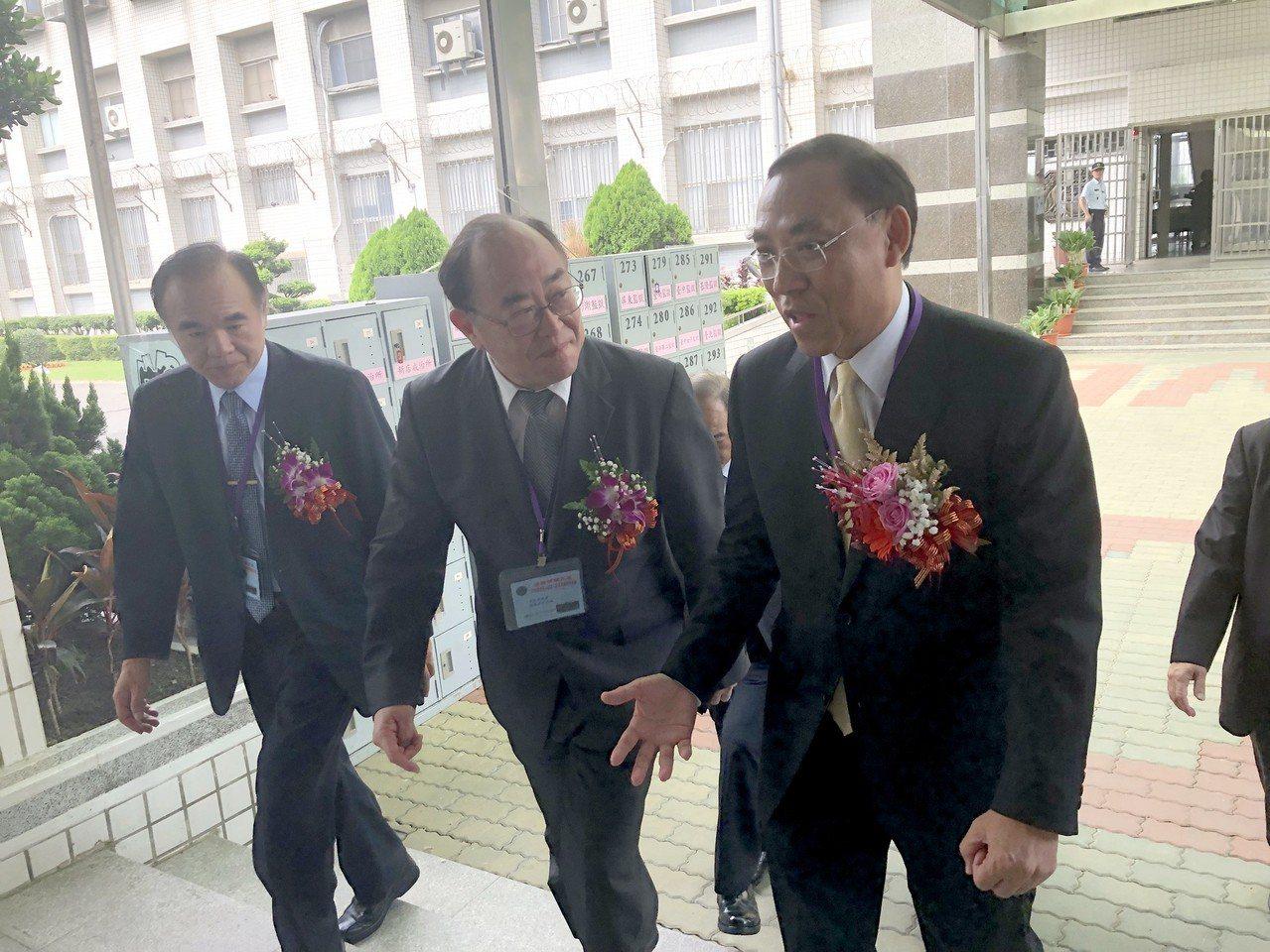 法務部長蔡清祥今天到彰化監獄,證實由行政執行署長街調查局長。記者林敬家/攝影