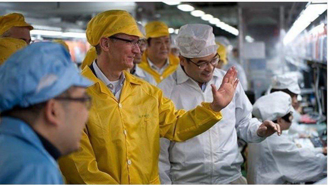 一名名iPhone XR產線上的員工表示,目前富士康鄭州園區為iPhone XR...