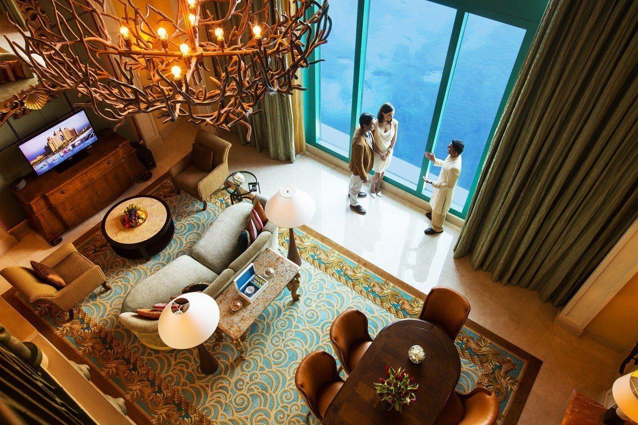 杜拜棕櫚島亞特蘭蒂斯的水底套房,每晚要價12萬元。圖/可樂旅遊提供