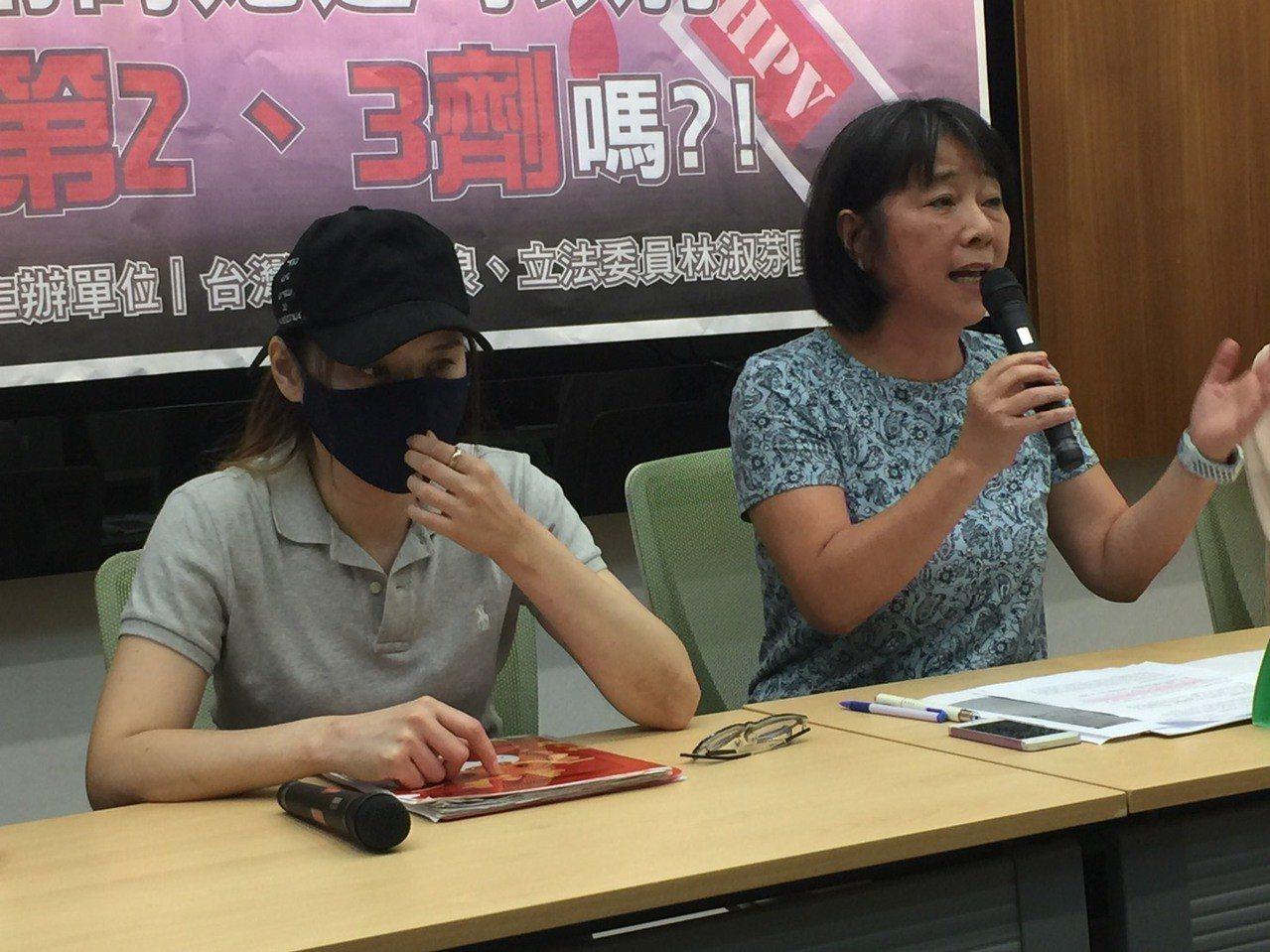 年約40歲的陳姓女子(左)疑似施打9價子宮頸疫苗後,出現嚴重不良反應,由於她是在...