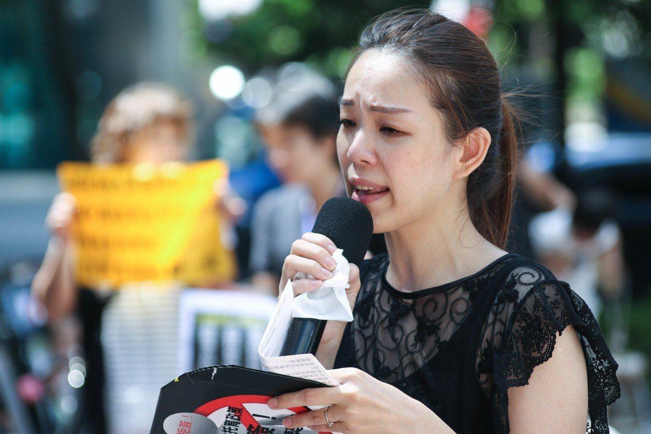 來自台北的保母林沛羽哽咽指出,她的孩子未滿2歲,若她再生一個就直接失業,沒有名額...