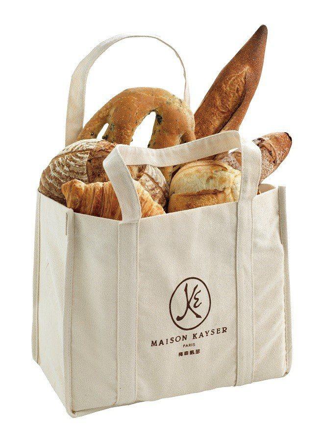 消費滿額即贈限量環保購物袋。圖/MAISON KAYSER提供