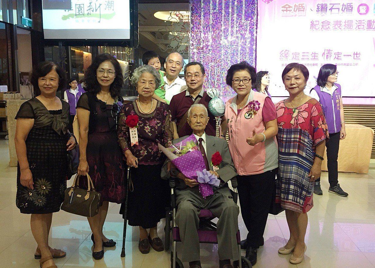 台中市國光里林國琛高齡92歲、他的太太林王晟87歲,接受金婚、鑽石婚暨白金婚紀念...