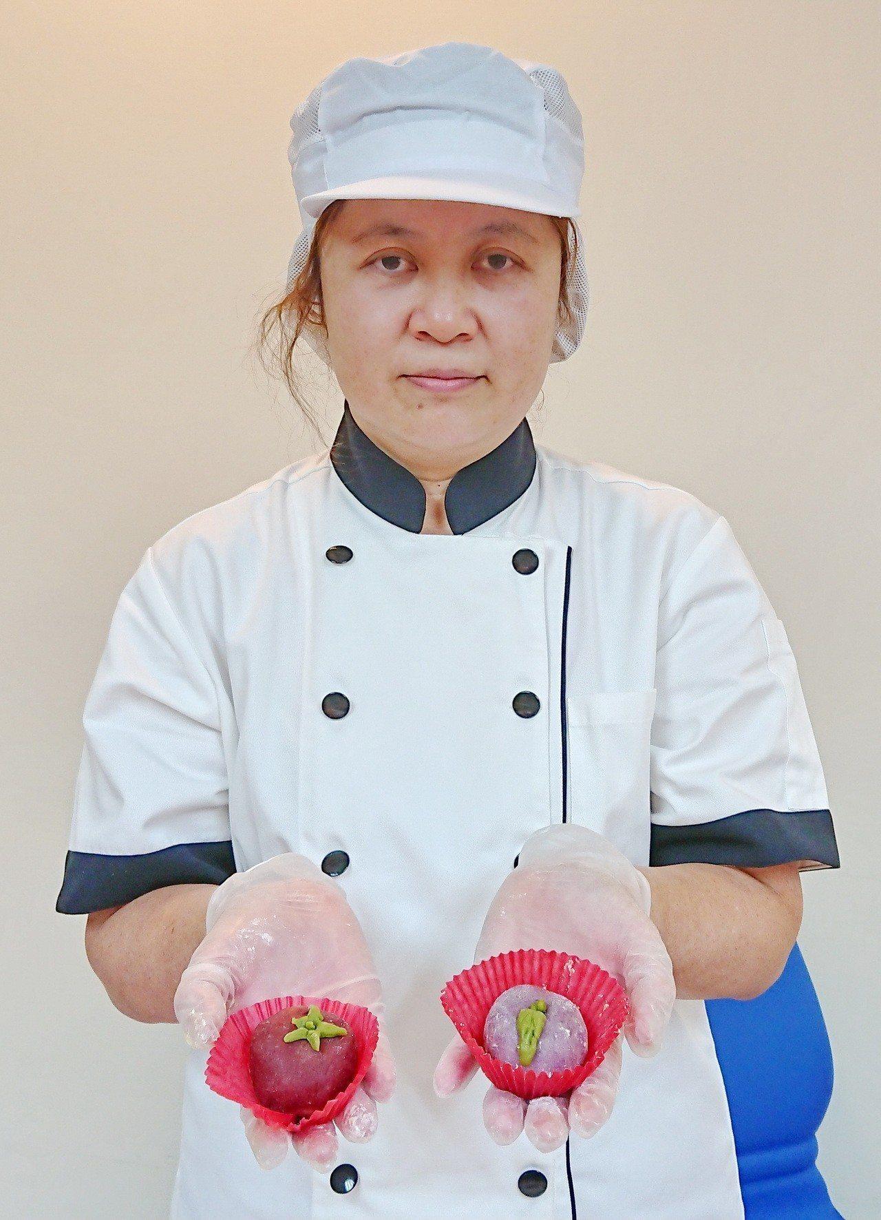 台大醫院雲林分院推出紫薯開心餅,教你中秋節如何吃得開心又健康。記者蔡維斌/攝影