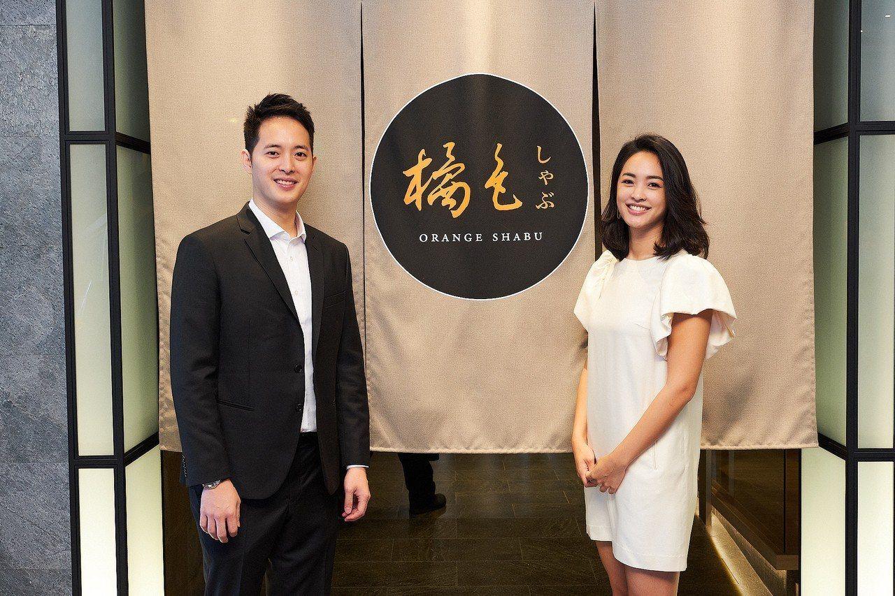 橘色餐飲集團第二代,袁保華(左)、袁悅苓接班,首度進軍百貨市場。圖/橘色提供