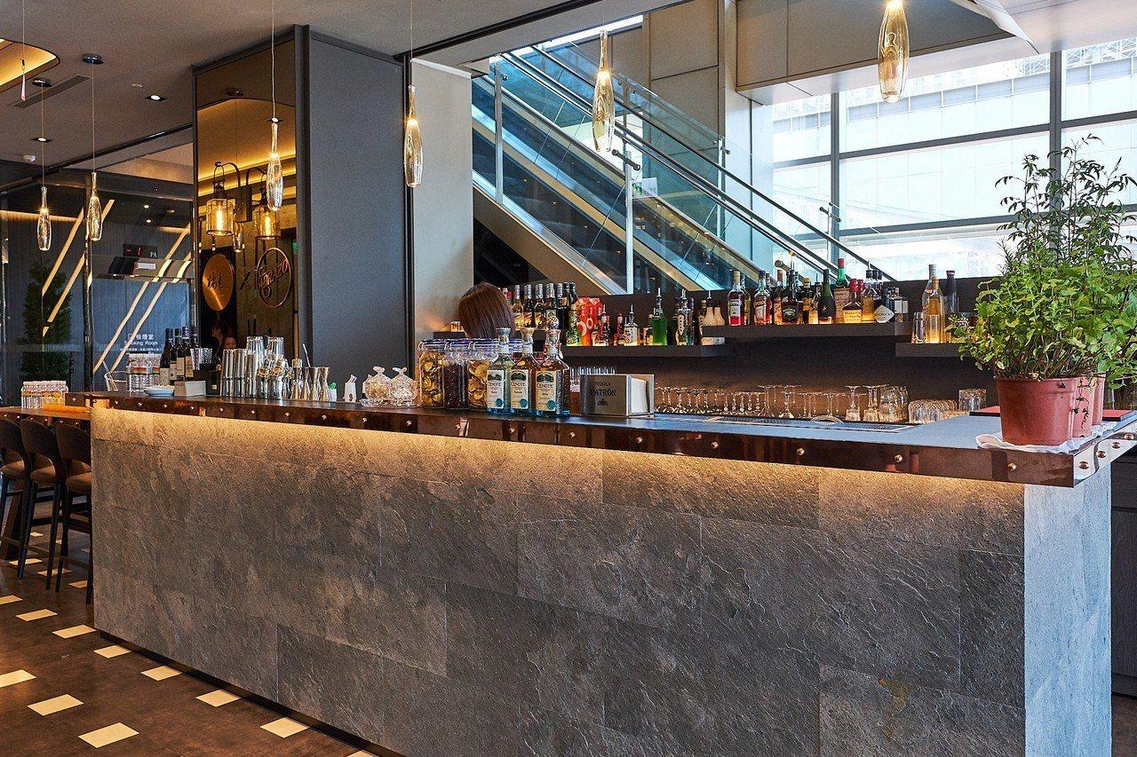 橘色涮涮屋A9館與Abrazo Bistro酒吧合作,是目前唯一有設置酒吧的橘色...