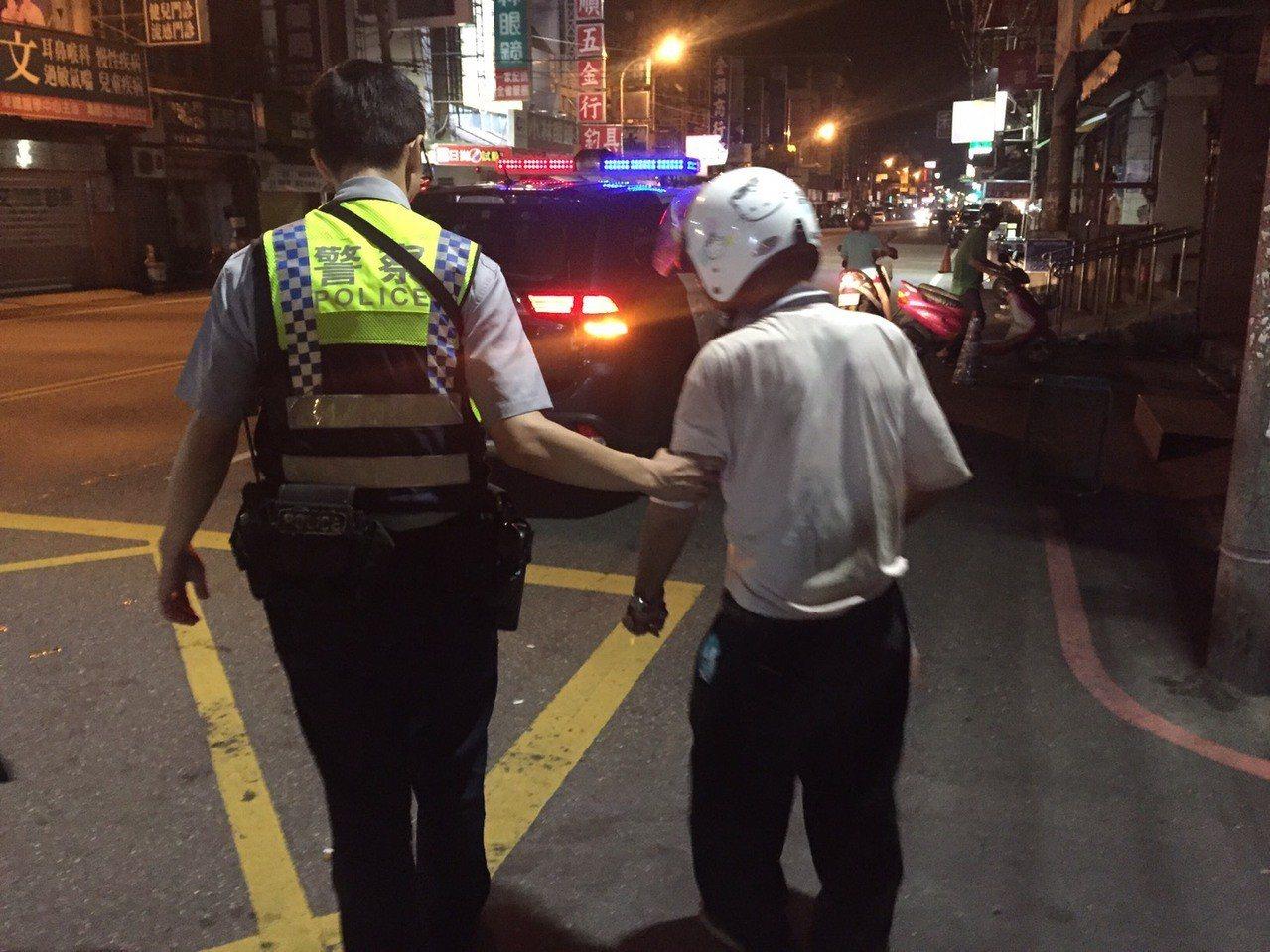 桃園市八德區1名70歲蘇姓老伯,昨天獨自出門,卻遲遲未回家,警方巡邏時在桃鶯路2...