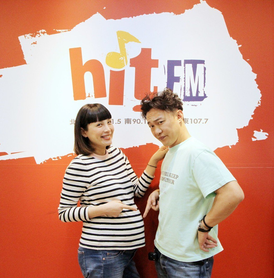 陳奕迅和魏如萱見面搞笑比誰肚子大。圖/HitFm提供