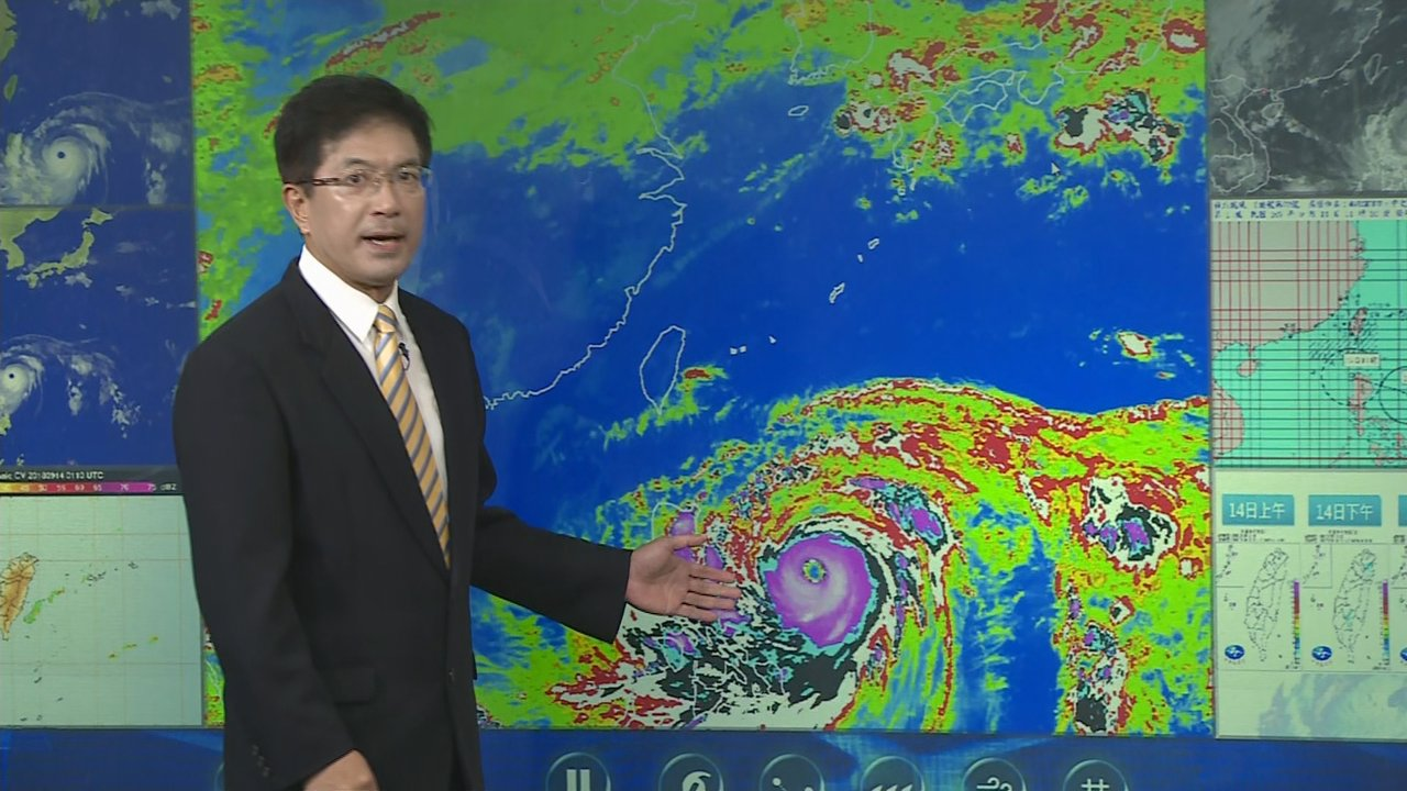 氣象局第一組防災科科長謝明昌說明山竹颱風最新動態,提醒民眾沿岸陸地可能出現9~1...